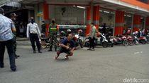 Tak Pakai Masker Saat New Normal di Ponorogo, Pria Ini Dihukum Jalan Jongkok