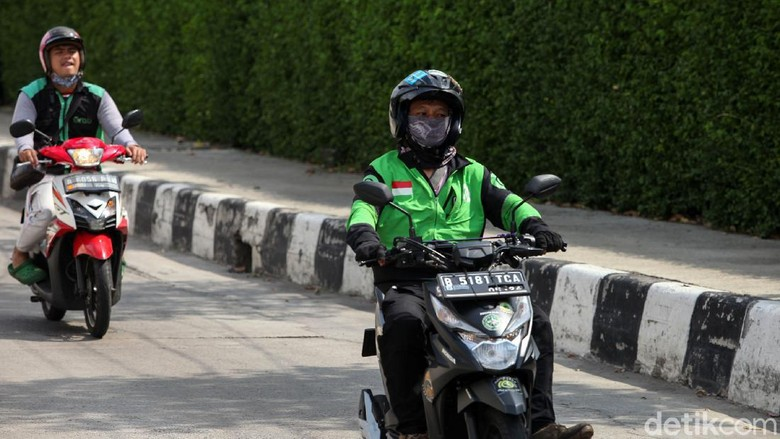 PSBB Jakarta berakhir esok hari, namun belum ada tanda-tanda aturan baru terkait ojek online untuk mengangkut penumpang. Saat ini Ojol hanya boleh mengantar barang.