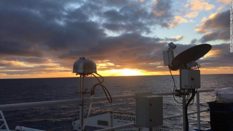 Pengambil sampel udara dari Australian Marine National Facilitys R/V Investigator