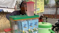 Penjual Dalgona Coffee Gerobakan Ini Jual Menunya Cuma Rp 5 Ribu!
