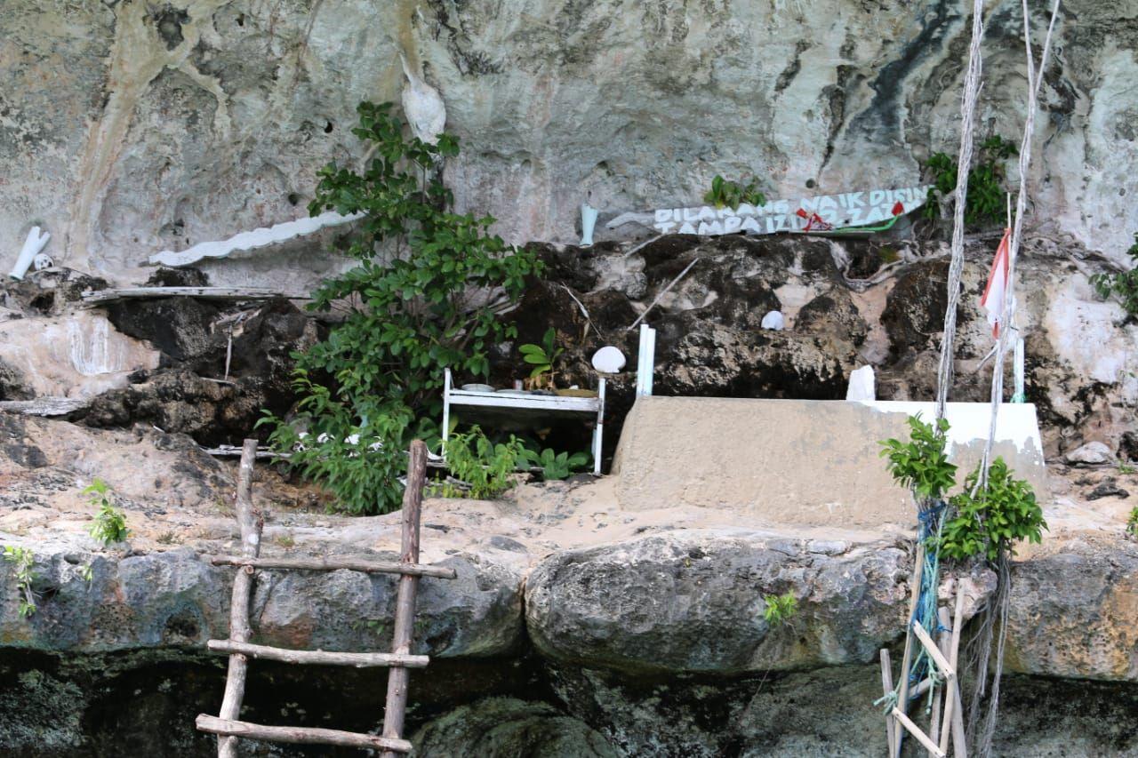 Pulau Ota makam putri duyung di Fakfak