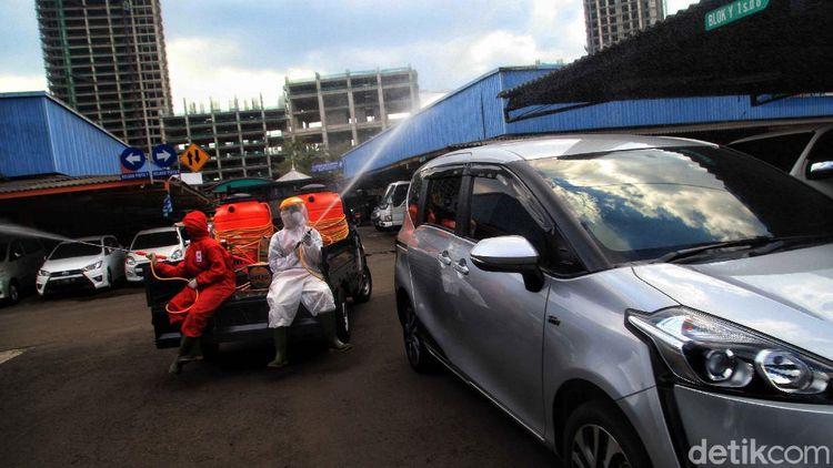 Sambut New Normal, Pasar Mobil Kemayoran Disemprot Disinfektan