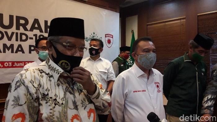 Satgas COVID-19 DPR RI menyambangi kantor PBNU (M Ilman Nafian/detikcom)