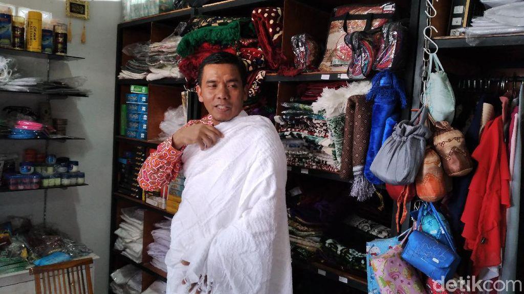 Curhat Pemilik Toko Perlengkapan Haji: Sepi Pembeli, Stok Menumpuk di Gudang