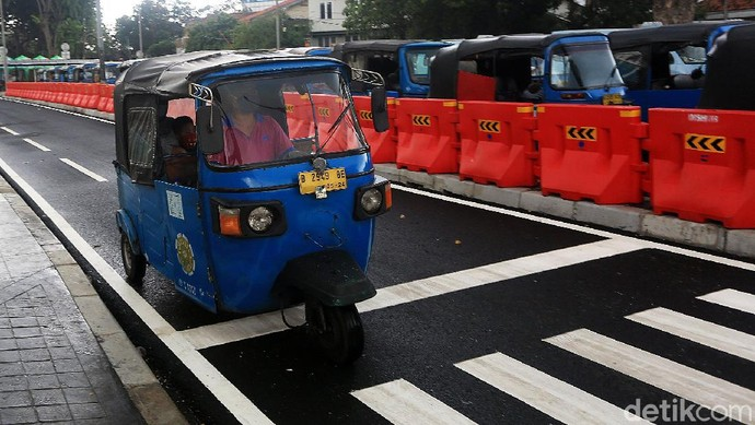 Dishub DKI Jakarta melakukan uji coba penataan parkir untuk transportasi umum di kawasan Stasiun Tanah Abang.