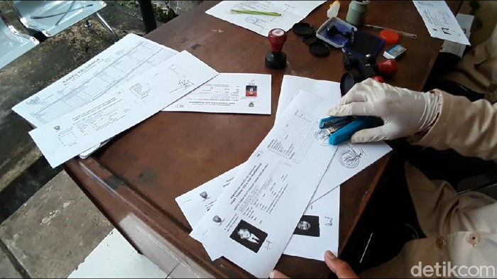 Warga Sumedang berbondong-bondong mengurus kartu pencari kerja