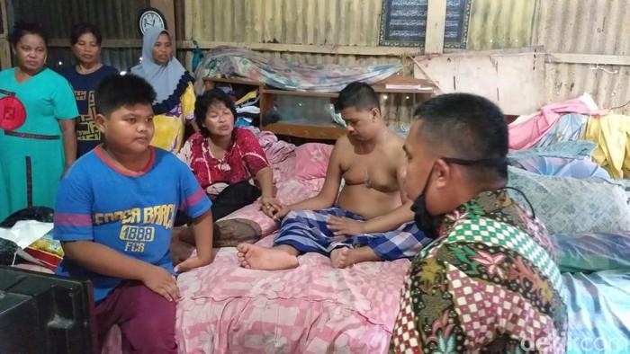 Babil (12), bocah 6 SD yang harus seorang diri berjuang rawat ortu sakit (M Taufiqqurrahman/detikcom)
