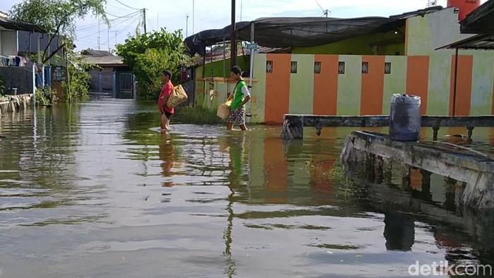 Banjir rob di Perumahan Slamaran, Kelurahan Krapyak, Kota Pekalongan, Kamis (4/6/2020), pukul 09.00 WIB