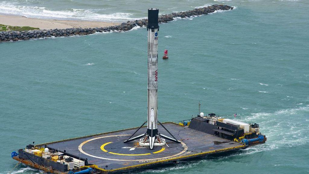Habis Antar Astronaut, Roket SpaceX Sukses Balik Lagi ke Bumi