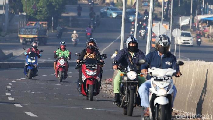 Kota Bekasi masih masuk zona kuning (direkomendasikan melanjutkan PSBB). Namun aktivitas warga di jalan-jalan kota tersebut telah ramai.