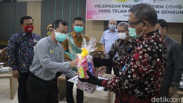 Gubernur Kalbar H Sutarmidji kembali melepas kepulangan 24 pasien COVID-19 yang telah sembuh (Adi Saputro/detikcom)