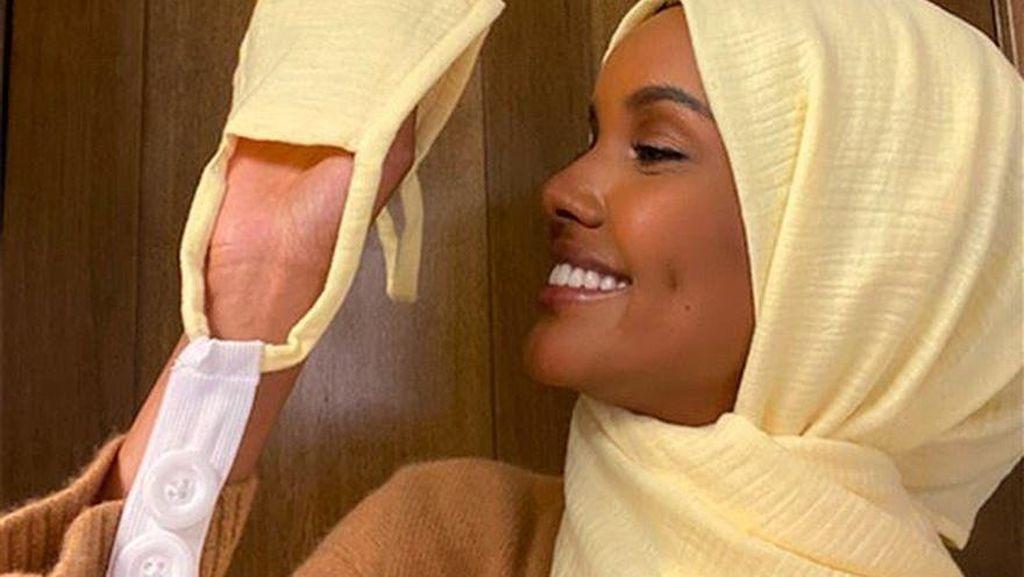 Halima Aden Rilis Masker Hijab Berkancing untuk Petugas Medis