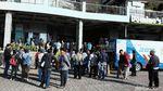 Jelang New Normal Kota Bekasi, Warga Membludak di SIM Keliling