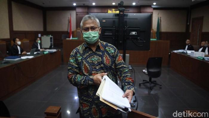 Ketua KPU Arief Budiman menjadi saksi dalam kasus korupsi PAW anggota DPR. Ia bersaksi untuk terdakwa Wahyu Setiawan dan Agustiani Tio.