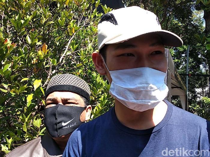 YouTuber Ferdian Paleka yang terjerat kasus prank sembako sampah dibebaskan. Ferdian bebas lantaran pelapor yaitu waria yang jadi korban prank sudah mencabut laporan.