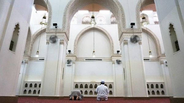 Masjid Qiblatain memiliki keunikan arsitektur dengan dua arah kiblat untuk salat. Awalnya kiblat menghadap Baitul Maqdis sampai akhirnya Rasulullah diperintahkan mengubah kiblat ke arah Kabah. (Getty Images/shahreen)