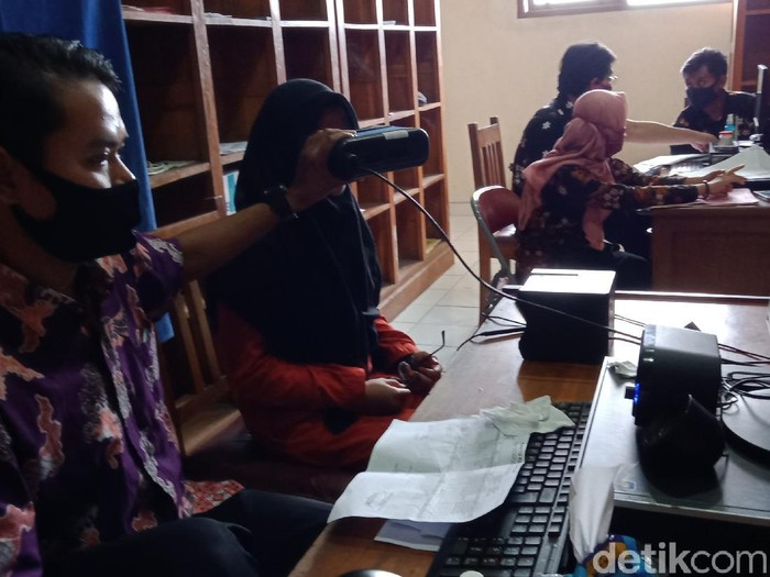 Perekaman e-KTP di Disdukcapil Klaten, Kamis (4/6/2020).