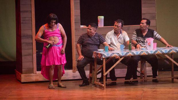 Pertunjukan teater 'Preman Parlente'
