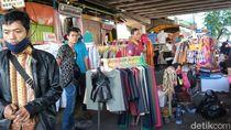 PSBB DKI Diperpanjang, PKL Tak Bermasker Masih Terlihat di Pasar Tanah Abang