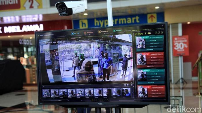 Sejumlah mal dan pusat perbelanjaan di Jakarta bersiap hadapi new normal. Penerapan protokol kesehatan dilakukan guna cegah penyebaran COVID-19 di ruang publik.