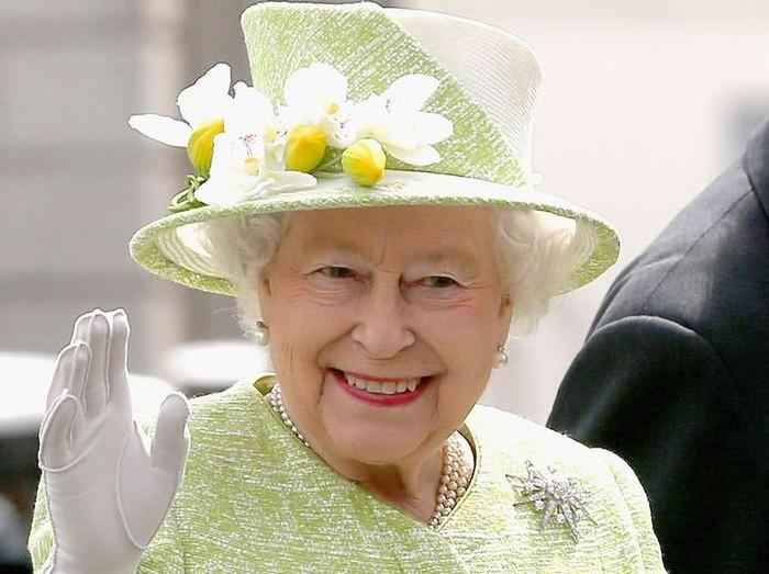 Ratu Elizabeth II punya gerai McDonalds