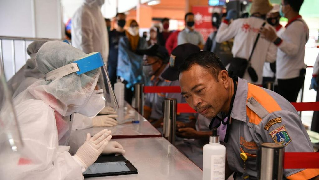 Ratusan Sopir di Terminal Kampung Rambutan Ikut Rapid Test