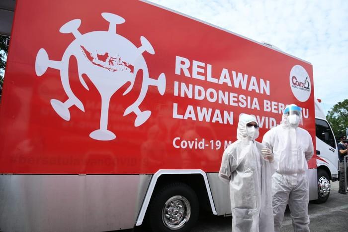 Sebanyak 700 orang di Terminal Kampung Rambutan, Jakarta Timur mengikuti rapid test dan swab test COVID-19, Kamis (4/6/2020) guna mencegah penularan virus Corona yang lebih luas lagi.