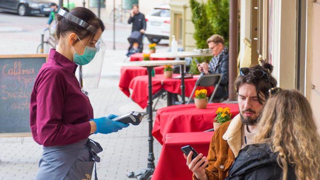 Siapkan Sertifikat! Mau ke Resto Outdoor-Salon di DKI Harus Sudah Vaksin