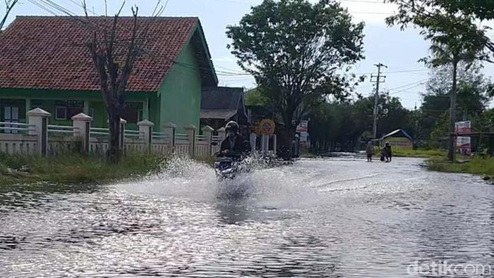 Tujuh ribu kepala keluarga di Kota Pekalongan terdampak banjir rob. Banjir rob tersebut diketahui terjadi akibat sejumlah faktor.