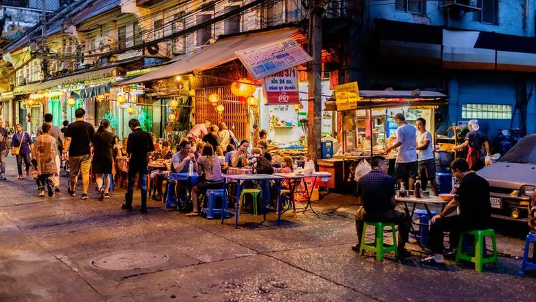 Bangkok: Night market for vender on chinatown (Yaowarat) Road,the main street in Chinatow, once of Bangkok landmark and important street for more foods very delicious for thai-chinese style on Jan 6, 2017 in Thailand