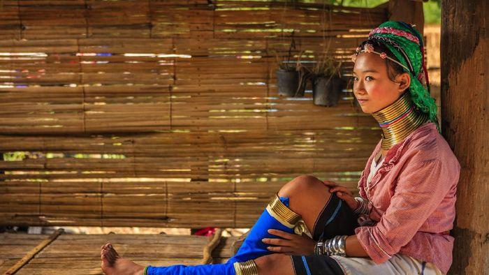 Permepuan leher panjang Suku Padaung (Karen) di Mae Hong Son Provinsi Thailand Utara