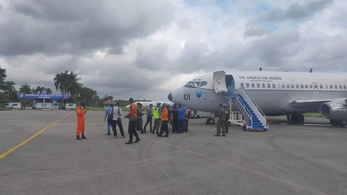 Tim Basarnas dan TNI AU bertolak dari Lanud Hasanuddin, Makassar.