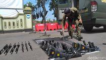 Melihat dari Dekat Perawatan Senjata SS1 Milik TNI