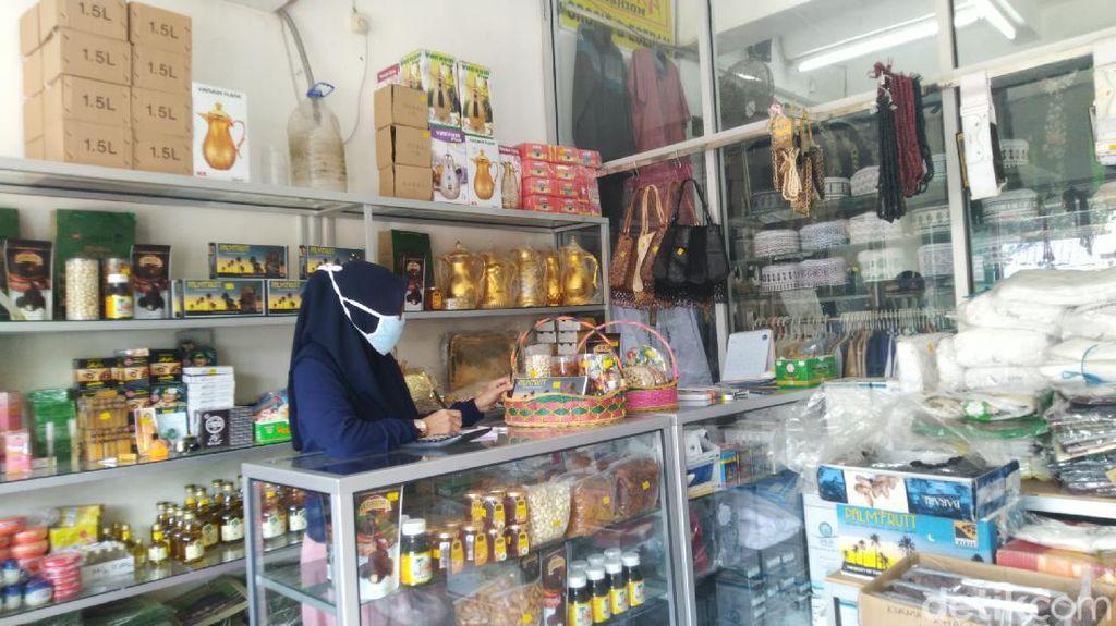 Toko Oleh-oleh Haji di Semarang Putar Otak Imbas Sepi Pembeli