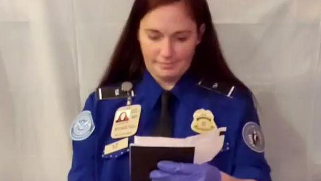 Batal Traveling, Wanita Ini Buat Video Naik Pesawat di Rumah