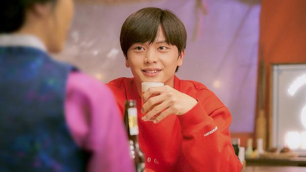 Yook Sung Jae di 'Mystic Pop-up Bar'