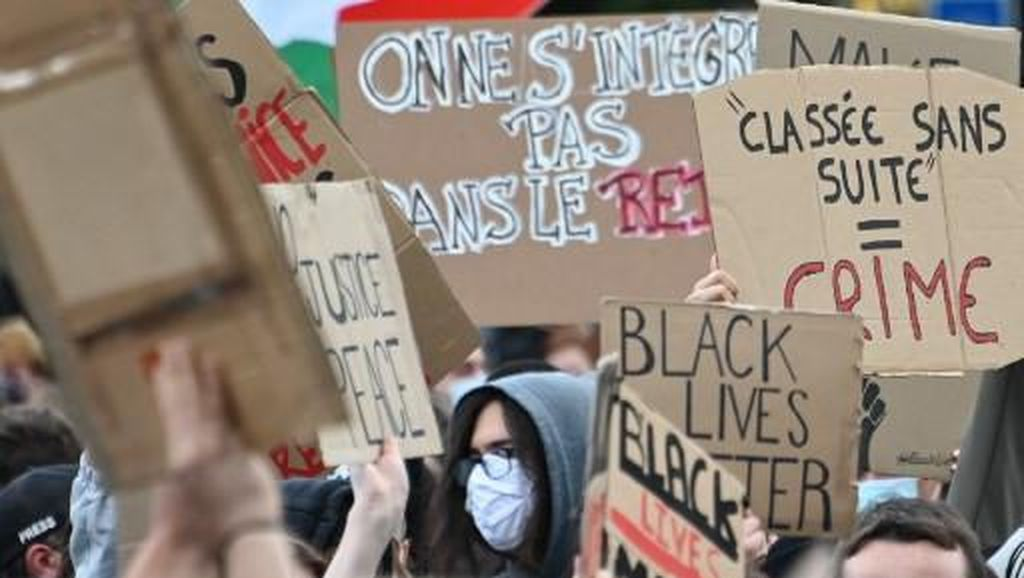 Bubarkan Demonstran George Floyd, Polisi Prancis Tembakkan Gas Air Mata