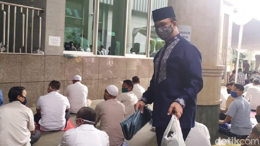 Video Anies Baswedan Salat Jumat Berjemaah di Masjid Balai Kota