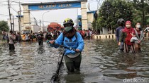 DKI Susun Ingub Siapkan Pengungsian Banjir 2 Kali Lipat di Masa Pandemi