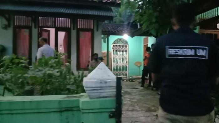 Densus 88 tangkap terduga teroris di Cirebon