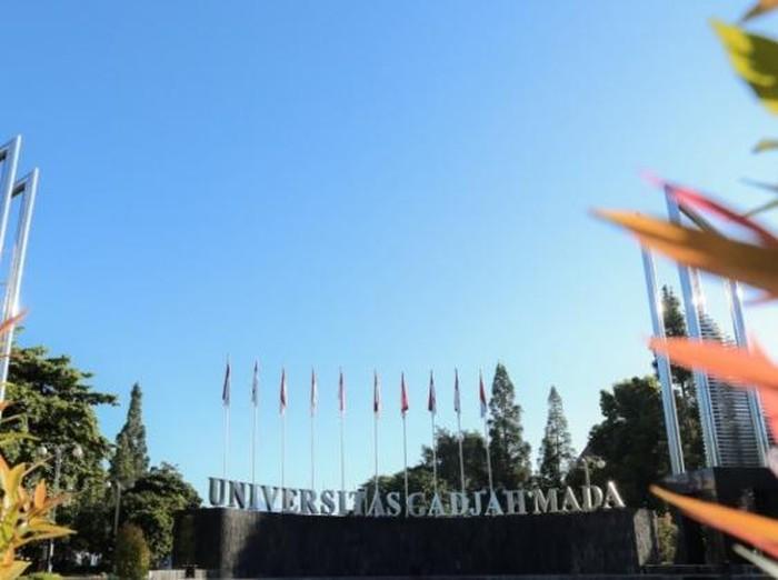 Gerbang kampus UGM.