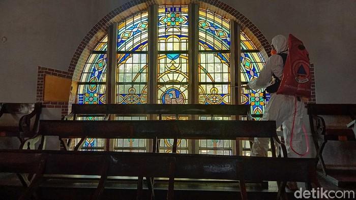 gereja di surabaya disemprot disinfektan