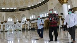 Merasa Difitnah Pakai Sepatu di Masjid, Gubernur Kalbar Bicara Minta Proyek