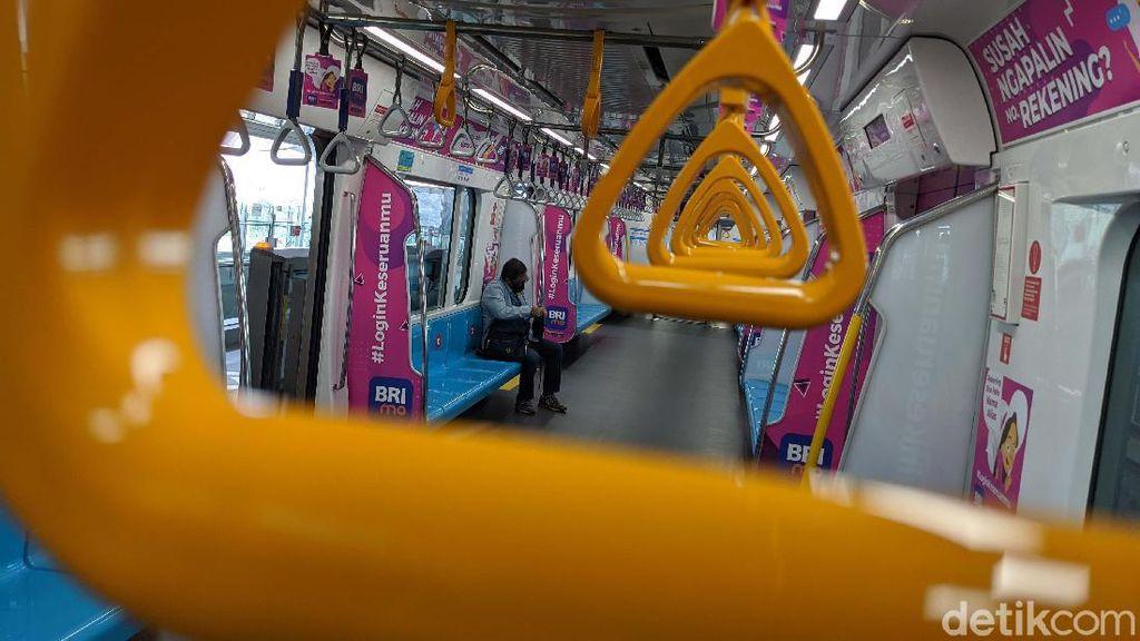 Mulai Beroperasi Normal, MRT Jakarta Masih Lengang