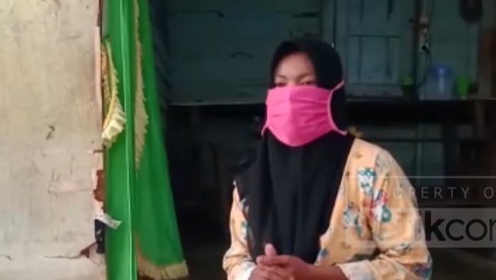 Pengadilan Negeri (PN) Pasirpangaraian di Kabupaten Rokan Hulu (Rohul), Riau, memvonis bersalah ibu rumah tangga inisial RMS (37) karena mencuri tiga tandan buah sawit. RMS dikenakan pidana penjara selama 7 hari.