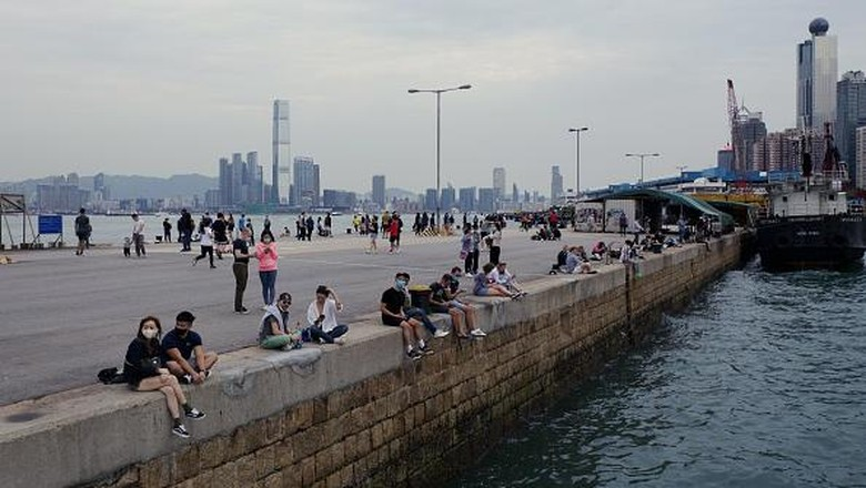 In this picture taken on April 13, 2020, people visit a public cargo loading area dubbed Instagram Pier in Hong Kong. - Starting on March 29 the citys government banned public gatherings of more than four people in an effort to curb the spread of the COVID-19 coronavirus. (Photo by Daniel SUEN / AFP) (Photo by DANIEL SUEN/AFP via Getty Images)