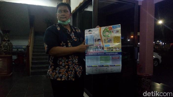 Kepala DKK Banjarnegara menunjukkan kalender, Jumat (5/6/2020)..