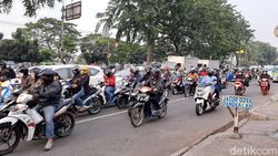 Hari Ke-1 PSBB Transisi DKI, Jalan Daan MogotArahCengkarengMulai Ramai
