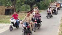 Konyol, Polisi India Malah Konvoi Besar-besaran di Tengah Lockdown