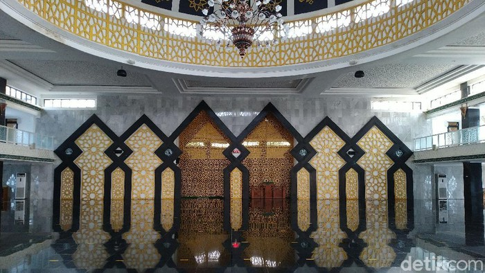 Masjid Agung Baitul Faidzin di Komplek Tegar Beriman, Cibinong, Kabupaten Bogor (Sachril Agustin Berutu/detikcom)
